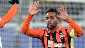 Shakhtar Donetsk's Brazilian midfielder Alex Teixeira (R) celebrates with Shakhtar Donetsk's Brazilian midfielder Dentinho after scoring during the UEFA Champions League group A football match between Shakhtar Donetsk and Real Madrid in Lviv on November 25, 2015. AFP PHOTO / SERGEI SUPINSKY / AFP / SERGEI SUPINSKY (Photo credit should read SERGEI SUPINSKY/AFP/Getty Images)